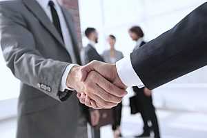 an entertainment insurance broker shaking hands with a film company owner who is looking to buy a production insurance policy