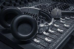 an audio system protected by nightclub insurance in case of equipment breakdown