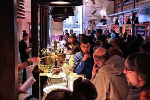 crowded restaurant with restaurant liability insurance