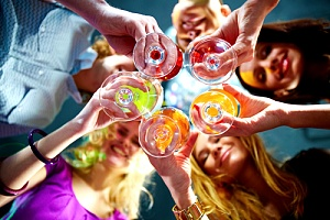 people drinking liquor at restaurant with special event insurance